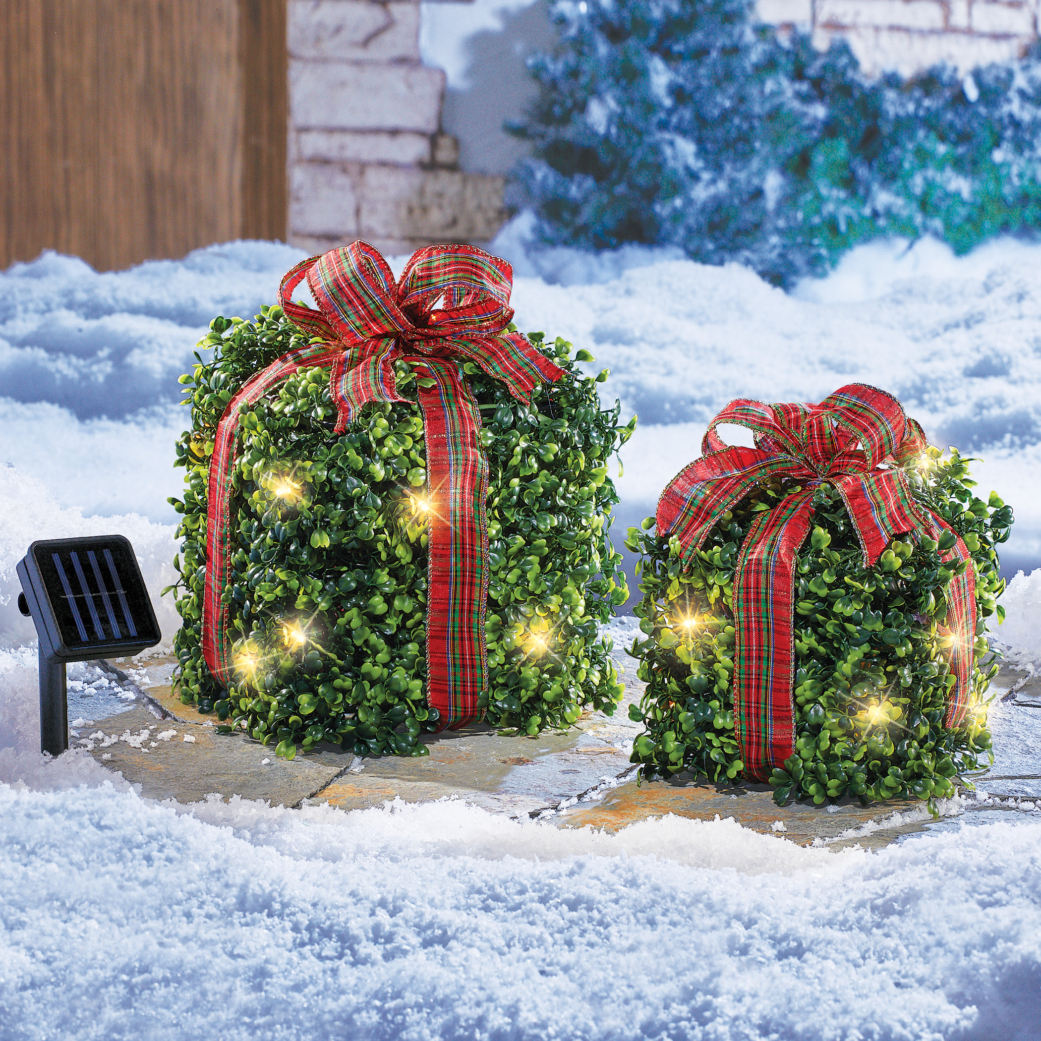 Solar Lighted Outdoor Christmas Topiary Presents